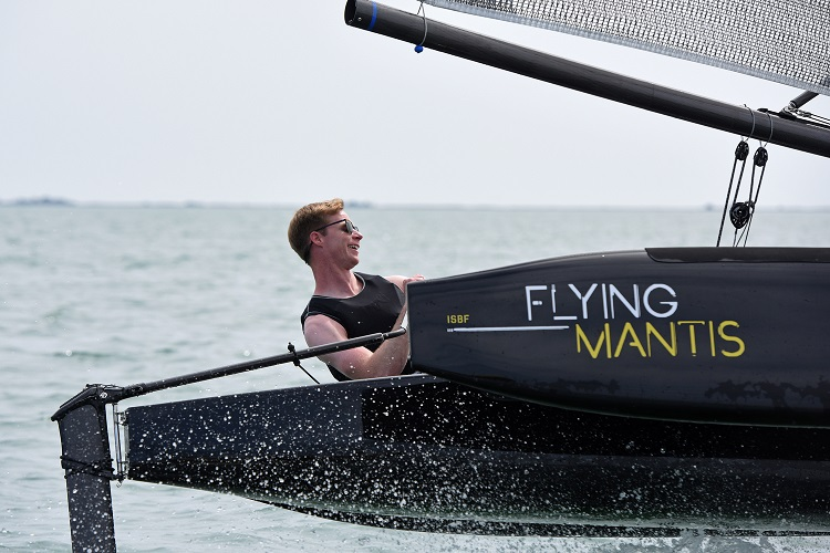 Flying Mantis foiling trimaran