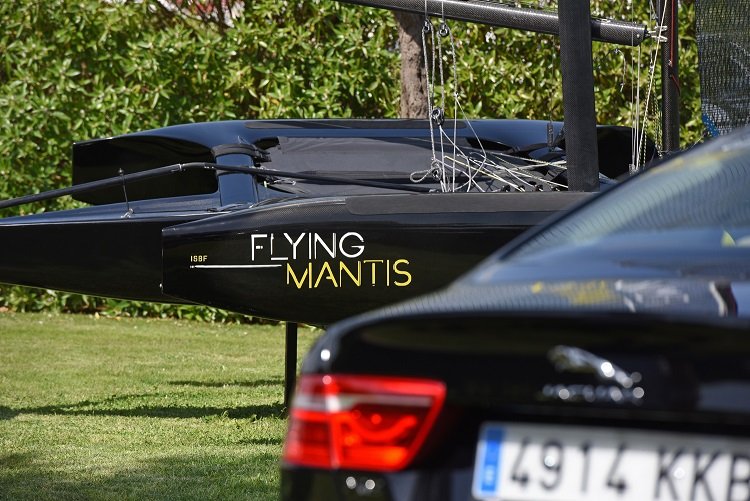 Flying Mantis foiling trimaran